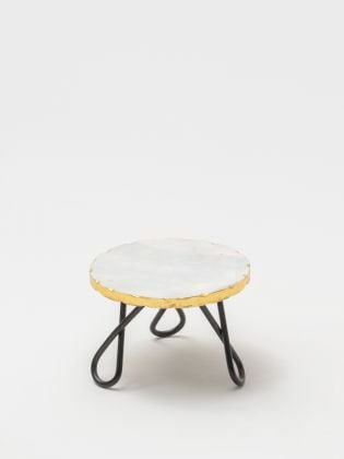 White Kawaii Cake Stand - Black